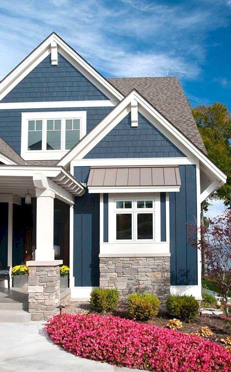 Удачное сочетание синего и белого цвета, прекрасно подчеркивающее архитектурное и художественно оформленное скандинавского стиля