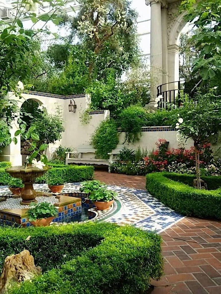 Классический вариант оформления сада в испано-мавританском исполнении