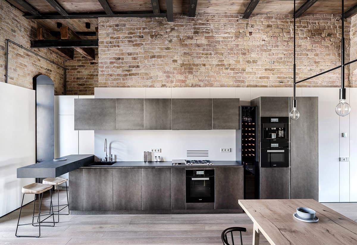 Кирпичная стена в интерьере кухни индустриального вида
