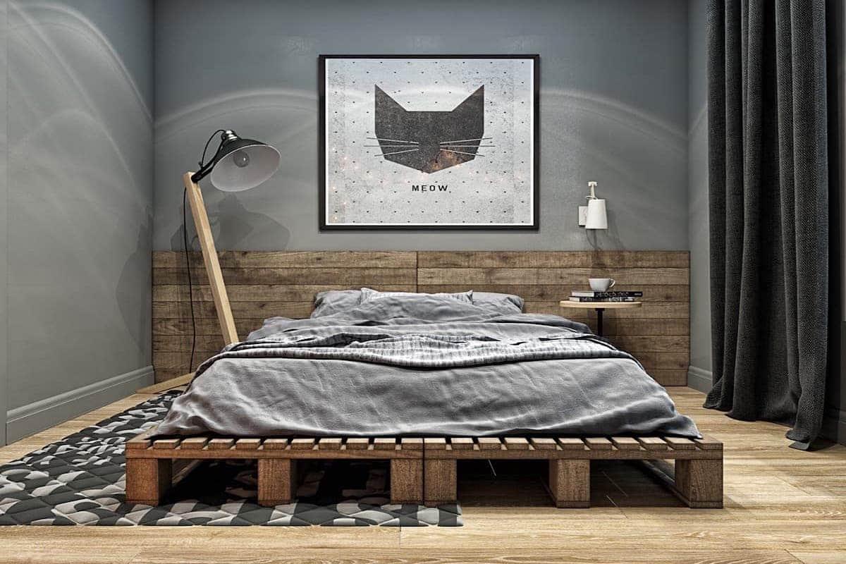 кровать на деревянных поддонах