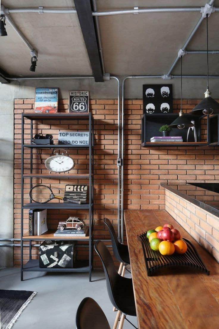 Практичная мебель, стена из кирпича, открытая проводка - все это отличительная черта интерьера в стиле лофт
