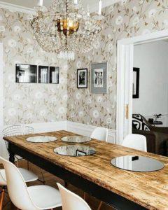 красивый кухонный стол из массива
