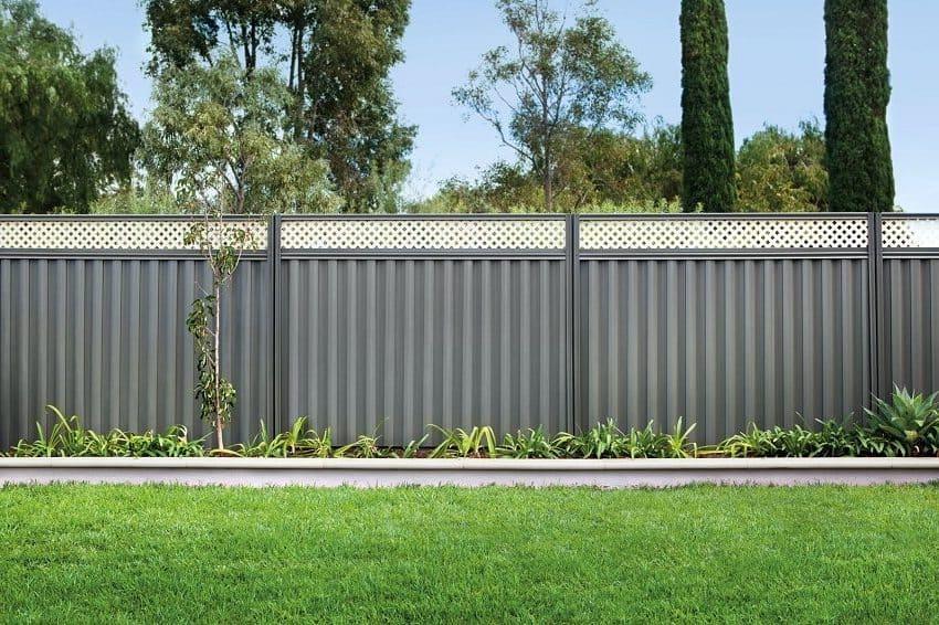 Графитовый цвет - самый популярный в оформлении заборов и оград
