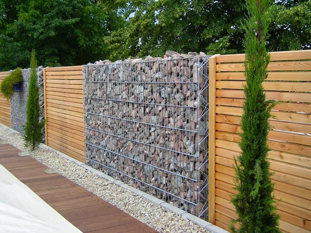 комбинированный забор из камня и дерева