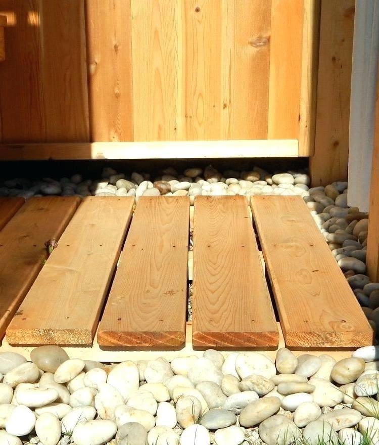 Деревянная решетка для пола из обрезной доски