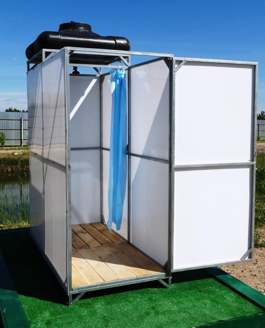 Душевая кабина из поликарбоната для сезонного использования на даче
