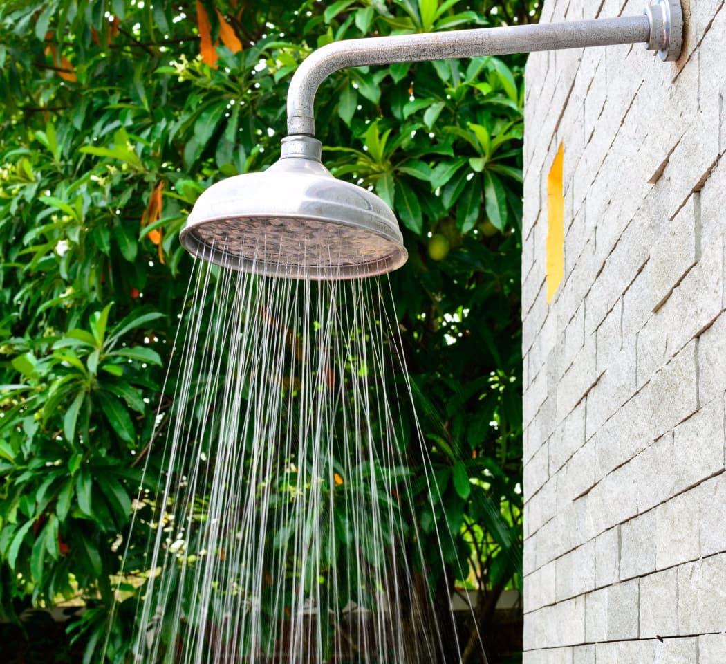 У хозяина дома который немного знаком с основами сантехнической работы не должно возникнуть проблем с обустройством подобной конструкции
