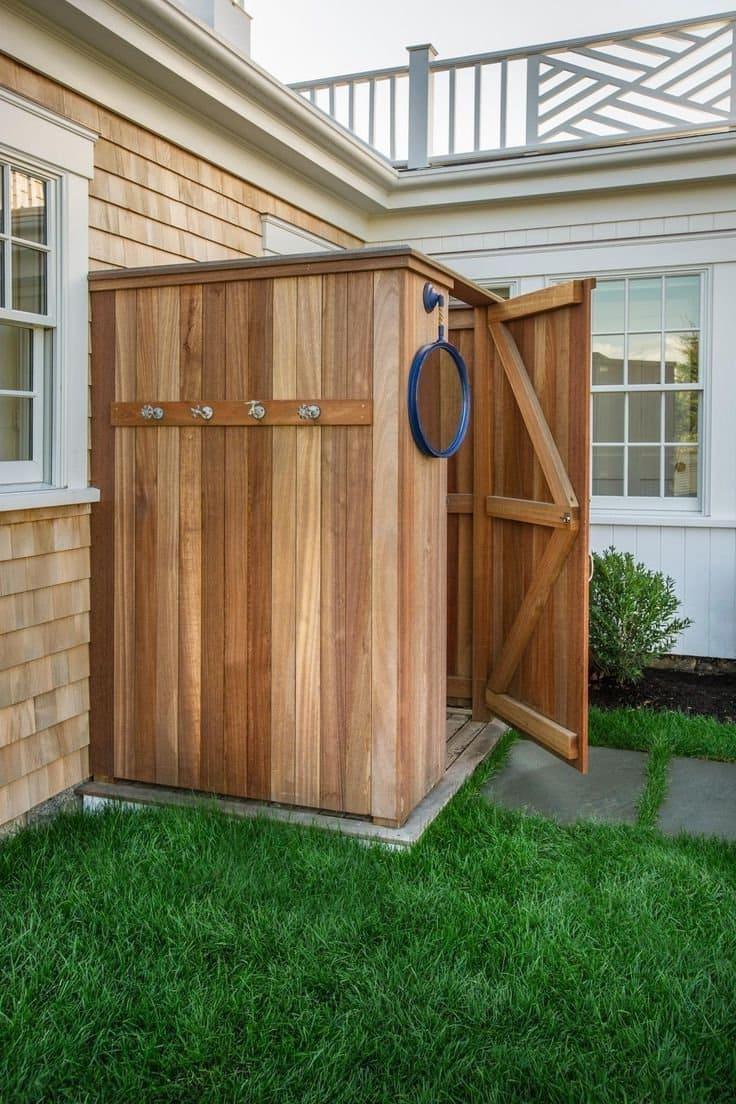 Проектируя кабину, важно чтобы она хорошо гармонировала с обликом дома и сада