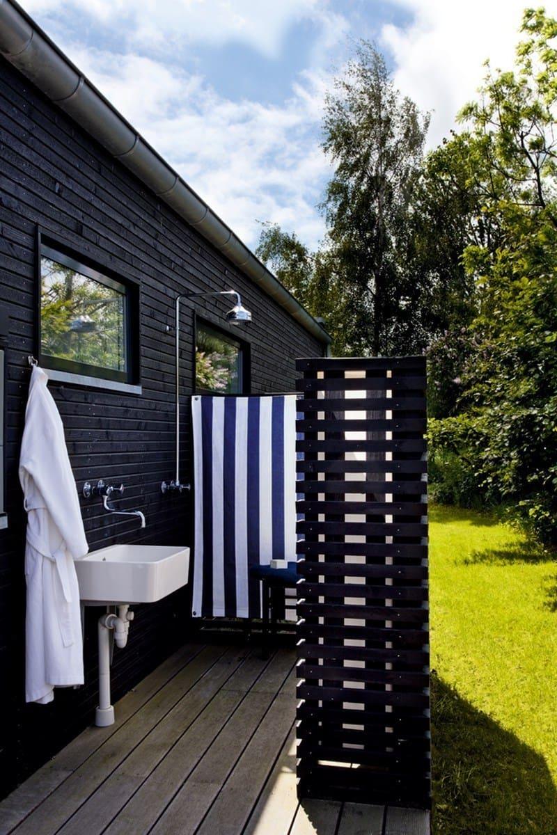 Летняя душевая в классическом финском стиле