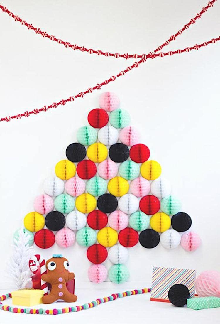 Экзотический вариант новогодней елки из бумажных шаров