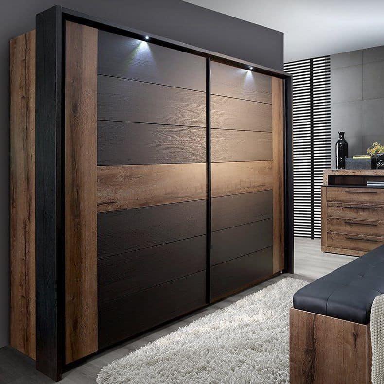 Интересная модель шкафа с фасадами под ламинат