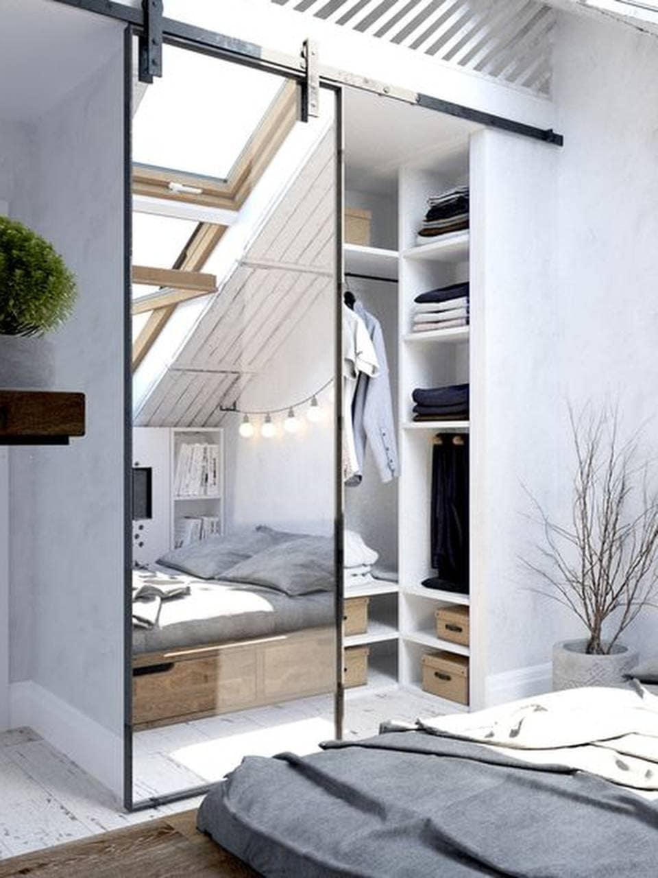 Зеркальный шкаф для маленькой спальни