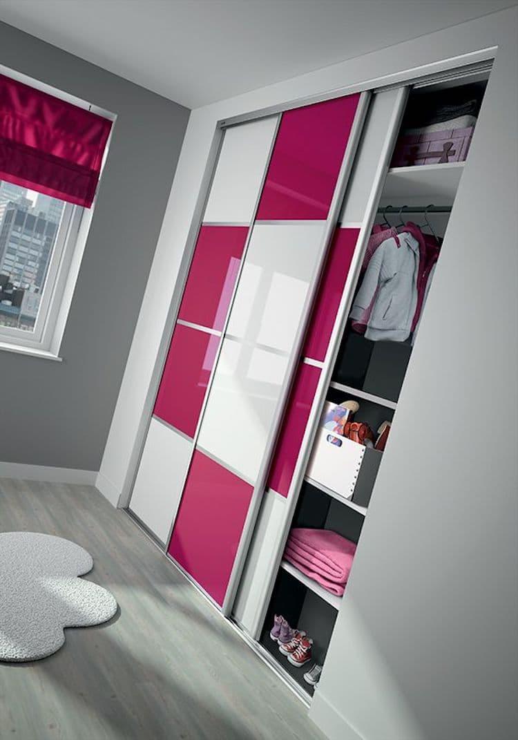 Шкаф-купе с яркими цветными фасадами – роскошный элемент домашнего интерьера