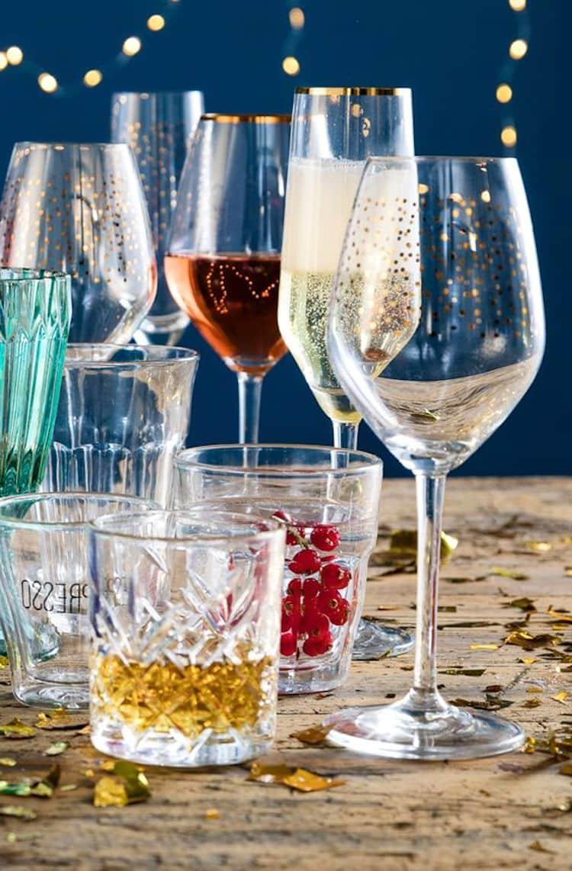 Набор стаканов и бокалов из хрусталя под разные виды напитков