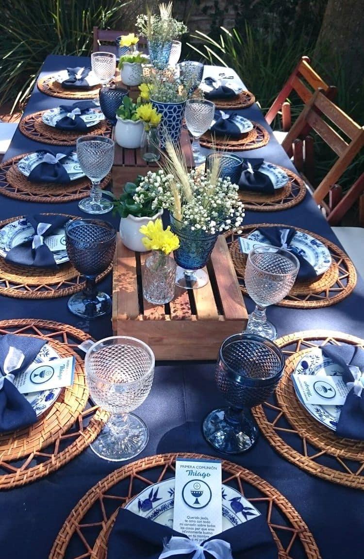 Скатерть на столе не должна иметь складок и пятен, а посуда трещин и сколов