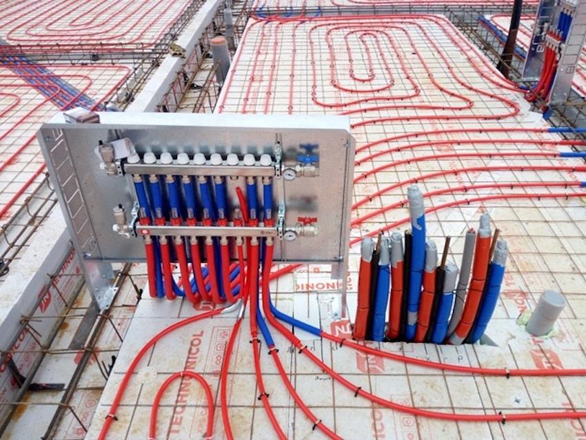 Перед устройством стяжки производиться заполнение петель системы для проверки герметичность труб