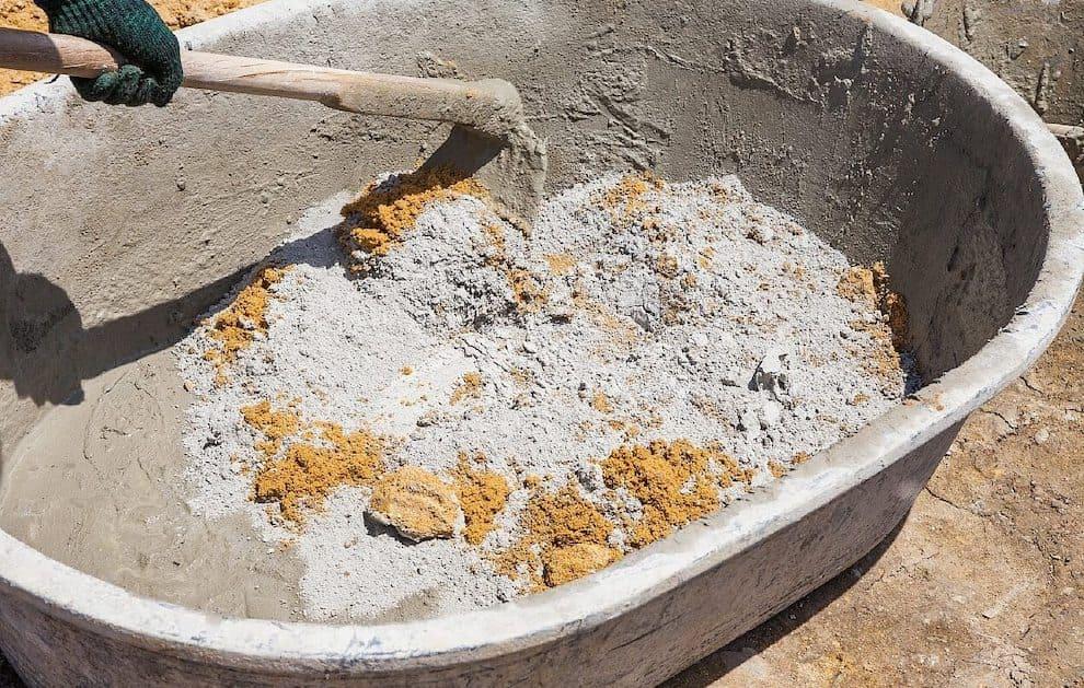 Замес бетона вручную