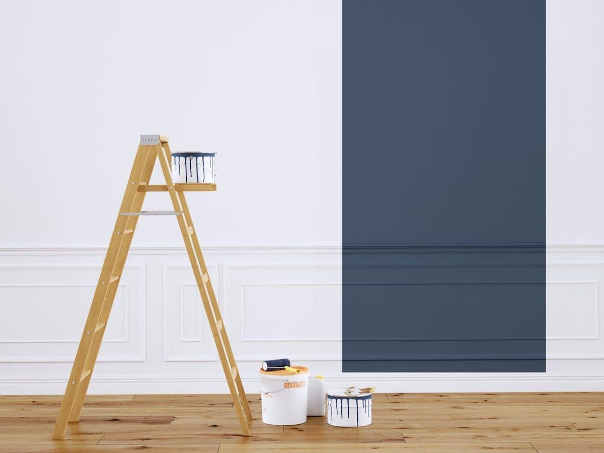 В помещениях с высокими потолками обойтись без лестницы крайне сложно