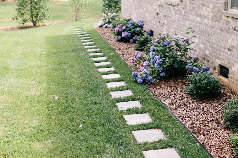 дизайн двора частного дома фото 26