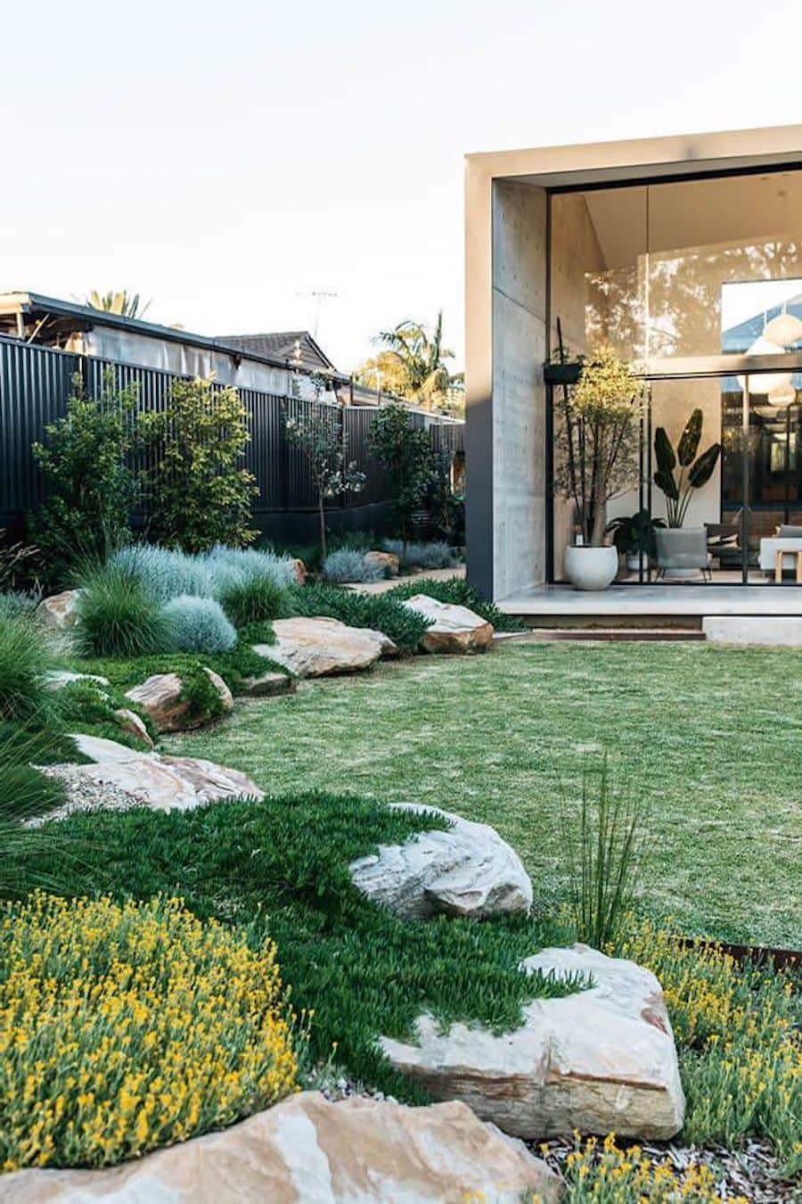 дизайн двора частного дома фото 42
